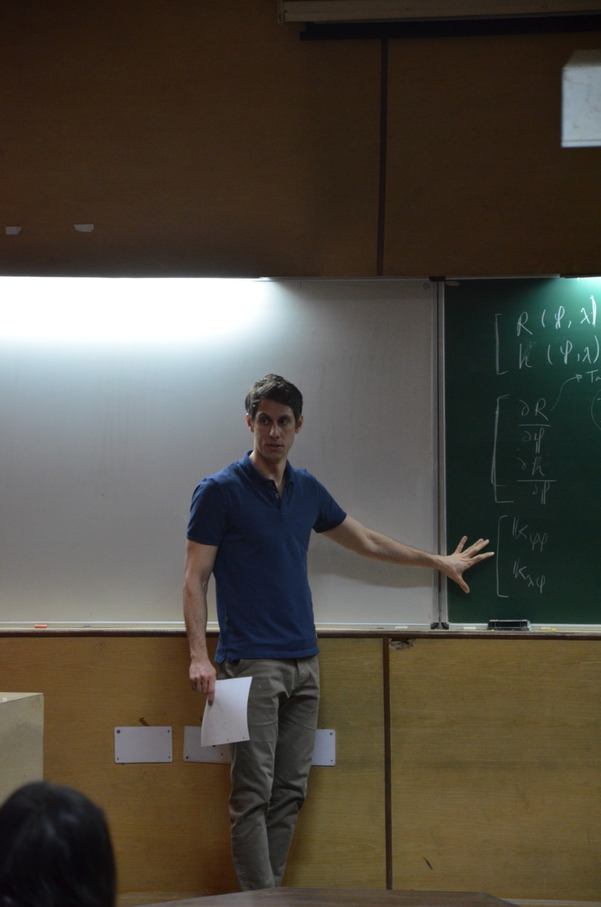 """Dr. Ali Esmaeili giving a lecture on """"Nonlinear Solution Algorithms"""" at the Indian Institute of Technology Delhi."""