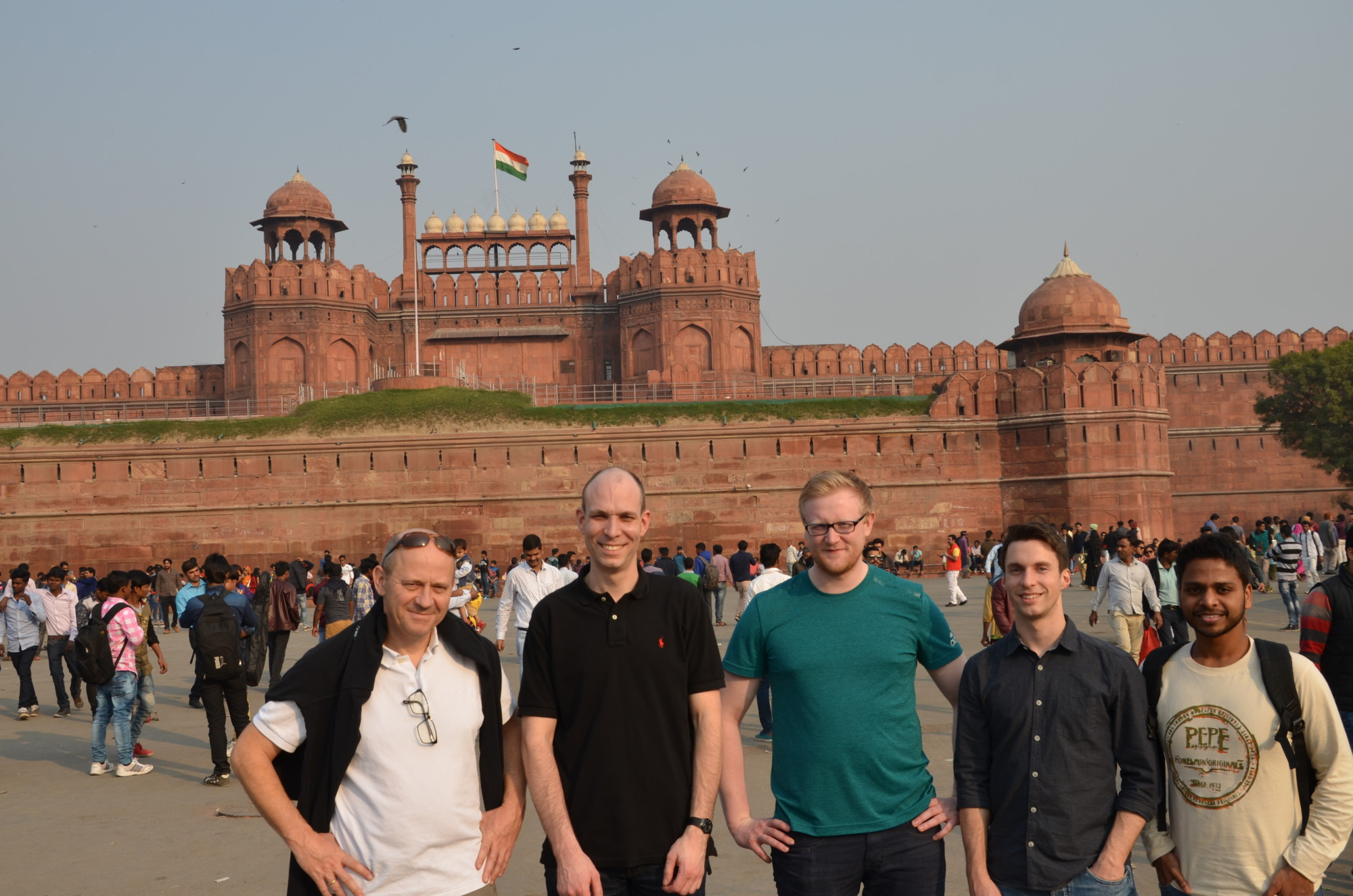Group photo of five researchers from the technical faculties at Friedrich-Alexander-Universität Erlangen-Nürnberg and the Indian Institute of Technology Delhi visiting Red Fort in Delhi.