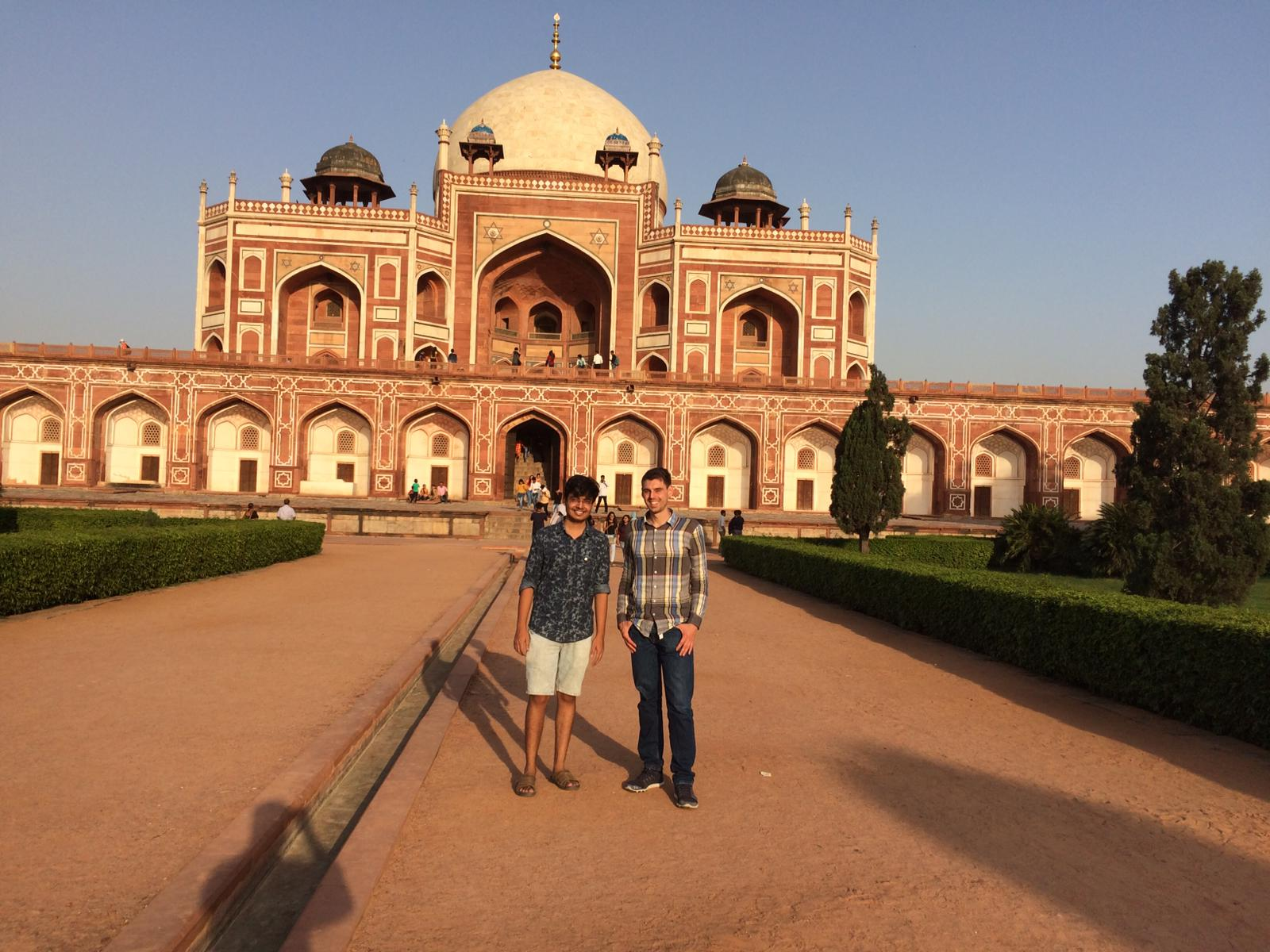 Two researchers from the technical faculties at Friedrich-Alexander-Universität Erlangen-Nürnberg and the Indian Institute of Technology Delhi visiting Humayun's Tomb.